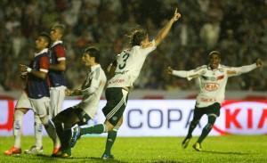 Em 2012 o adversário foi o rival do Atlético-PR.